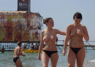 568-Two-hot-teens-walking-on-the-beach-topless.jpg
