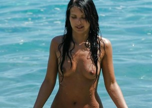 609-Foxy-brunette-playing-naked-in-the-ocean.jpg