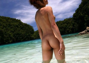 623-Ginger-cutie-playing-naked-in-the-waves.jpg